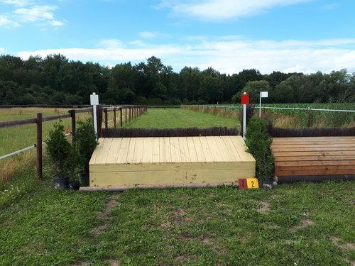 Fence 2 - Heller Tisch