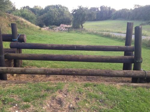 Fence 14 - Grøft med tripplebarre