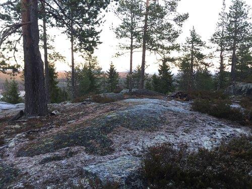 Hindernis 16 - Västra toppen på Venåsberget med gammal grillplats